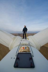 Según algunas estimaciones , las operaciones de mantenimiento de parques eólicos está creciendo en un 40GW por año y se espera llegar a 555 GW en 2023, convirtiendolo en un sector interesante y lucrativo.